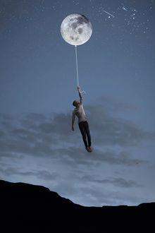 Фото Мужчина летит на воздушном шаре в виде луны, фотограф Владимир Бурыкин