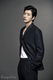 Фото Южнокорейский актер Пак Хэ Джин / Park Hae Jin позирует для Esquire