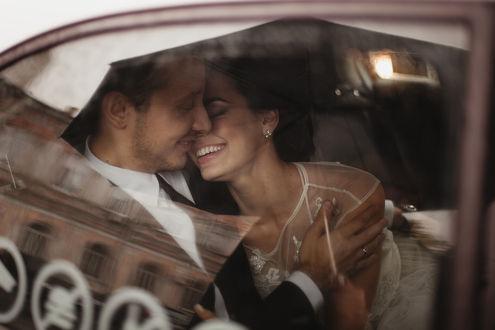 Фото Радостные влюбленные в машине, фотограф Екатерина Ромакина