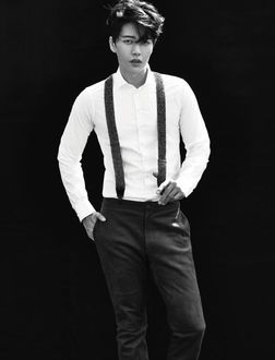 Фото Южнокорейский актер Пак Хэ Джин / Park Hae Jin в белой рубашке