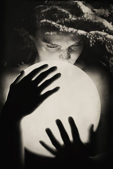 Фото Девушка со светящимся шаром, by nairafee