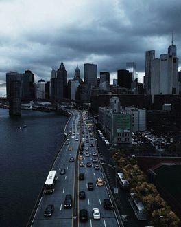 Фото Вид на город, проходящая дорога над водой