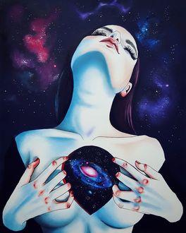 Фото Девушка стоит на фоне космоса с планетой в груди, Harumi Hironaka