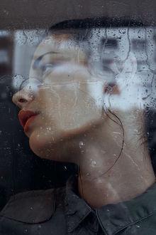 Фото Девушка за стеклом в каплях воды, by M0THart