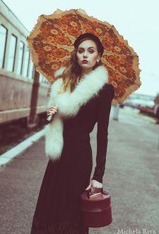 Фото Девушка с сумочкой и зонтом, by Michela-Riva