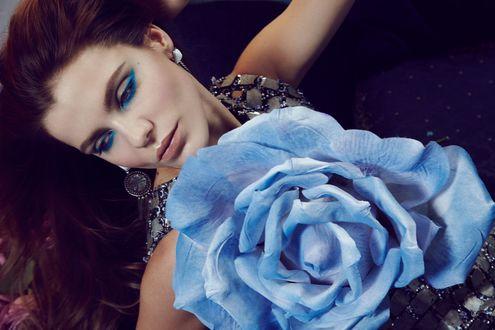Фото Девушка с голубой розой, фотограф Jamie Nelson