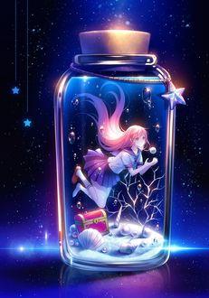 Фото Девушка в школьной форме пытается поймать жемчужину, находясь в стекляной бутылочке под водой, by TID