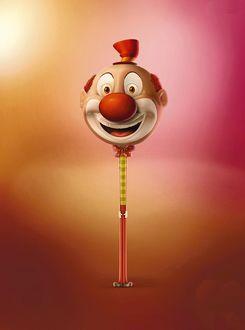 Фото Голова смеющегося клоуна на палочке - реклама конфет чупа-чупс