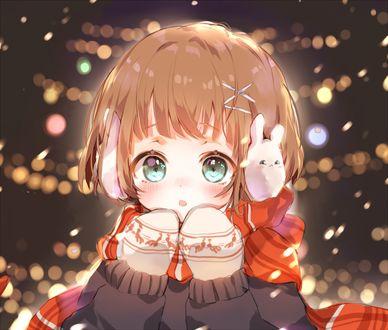 Фото Милая анимешная девушка в красном шарфе под падающим снегом на фоне бликов