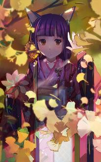 Фото Неко-девушка, одетая в кимоно, держит в руках вертушку, стоя среди осенних листьев