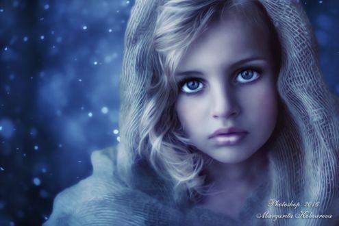 Фото Грустная девочка в капюшоне, холодный оттенок, коллаж, ретушь, by Margarita Kobzareva