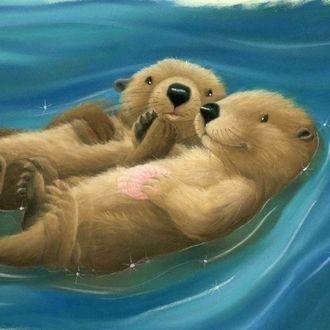 Фото Две влюбленные выдры, обнявшись, лежат на голубой воде