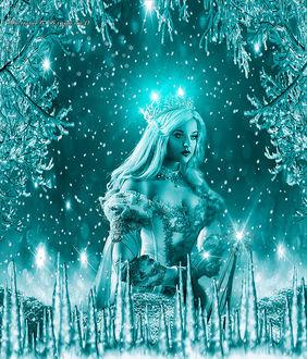 Фото Снежная королева в сверкающей короне на фоне ледяных деревьев, замерших сосулек, искристого снега