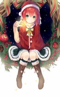 Фото Девочка в новогоднем наряде держит в руке звезду