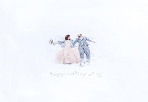 Фото Жених с невестой лежат на снегу (Happy wedding story / Счастливая свадебная история), фотограф Саида Демченко
