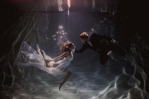 Фото Влюбленная пара под водой, by Shaun Menary