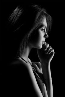 Фото Наталья Чуйко / Natalia Chuiko в профиль в темноте