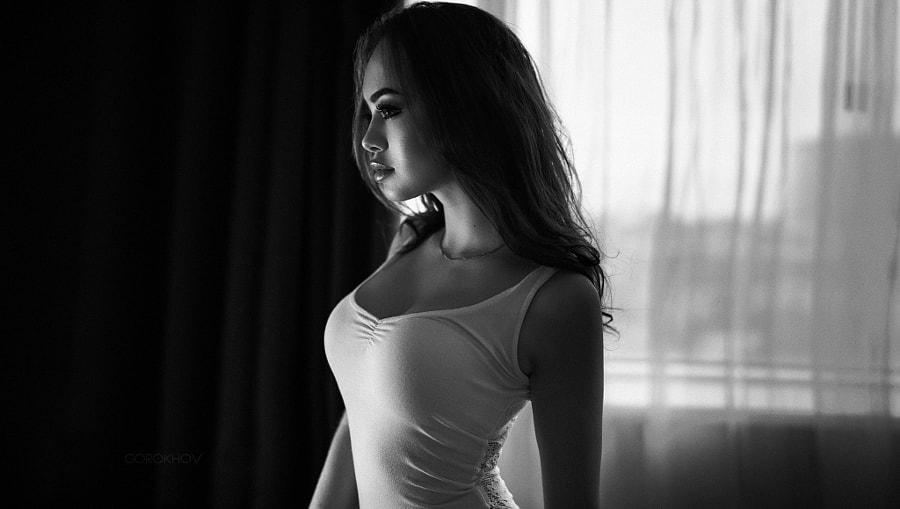 Красотку девушка в белой майке фотографии фильм порно