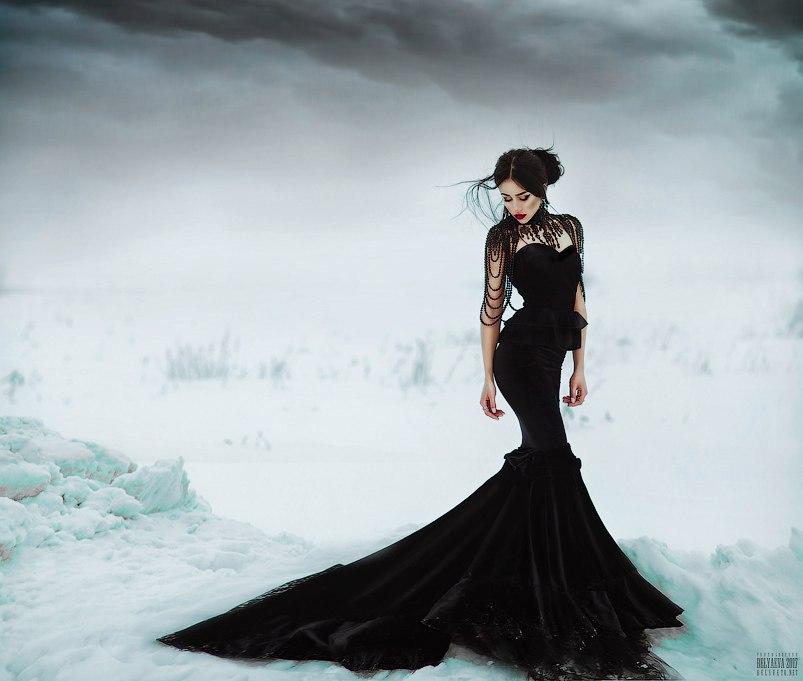 Девушка в черном длинном платье картинки