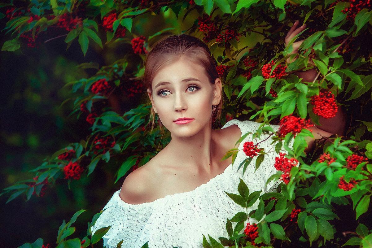 дочка фотосессия в лесу с рябиной столицу