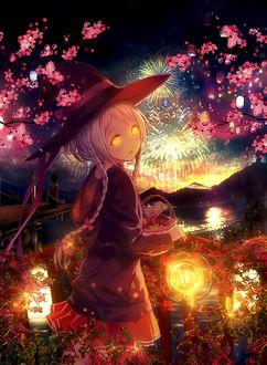 Фото Девушка в шляпе со светящимся фонарем в руке стоит на фоне салюта, by donghoyongcoi