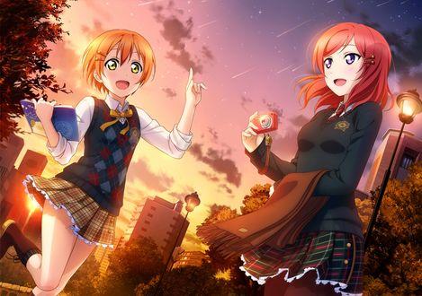 Фото Hoshizora Rin / Хошизора Рин и Nishikino Maki / Нишикино Маки из аниме Love Live! / Живая любовь! смотрят на звездопад