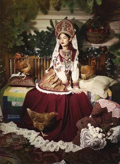 Фото Девушка в национальном наряде в окружении кур, фотограф Margarita Karev