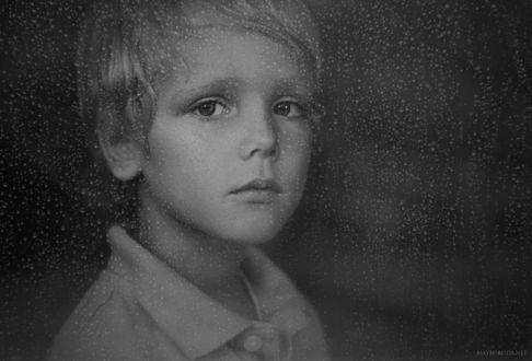 Фото Портрет красивого мальчика за дождливым стеклом, by Alina Mayboroda