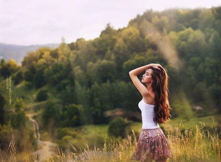 Фото Красивая девушка на фоне природы. Фотограф Наталья Меньтюгова