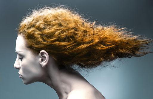 Фото Портрет красивой рыжеволосой девушки