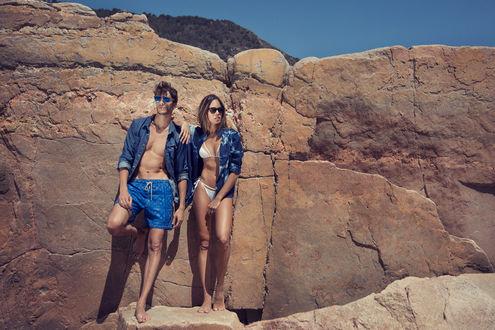 Фото Парень с девушкой стоят у скалы, by Kiko Romano