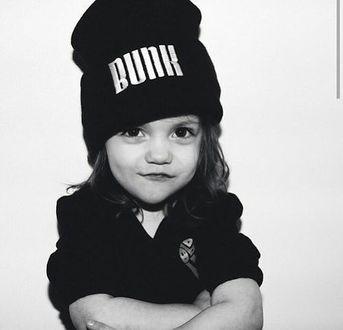 Фото Девочка в вязаной шапочку