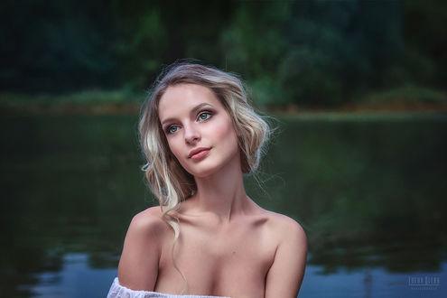 Фото Милая девушка на фоне водоема, фотограф Елена Деева