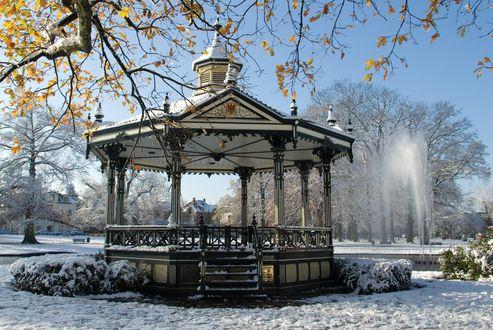 Фото Зимний пейзаж, красивая беседка в снегу