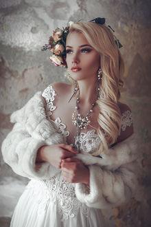 Фото Красивая девушка с цветами на голове, фотограф Руслан Болгов - Axe
