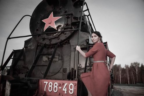 Фото Девушка и паровоз