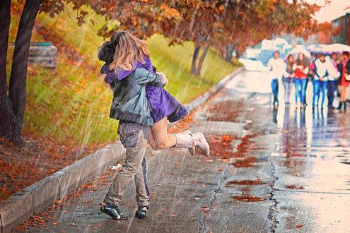 Фото Влюбленная пара под дождем