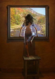Фото Девочка стоит на стуле и пытается из реального мира проникнуть в мир висящей на стене картины, фотограф Александр Свиридов
