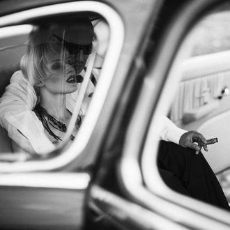 Фото Девушка с парнем в авто