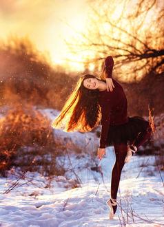 Фото Девушка-балерина стоит на снегу, фотограф Alina Shevelina
