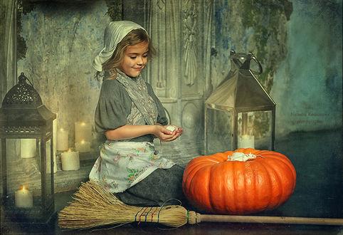 Фото Девочка-Золушка сидит на полу около тыквы, веника, рядом светят два фонаря, by Natasha Rodoinova