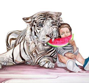 Фото Мальчик кормит тигра арбузом, by McKenzie Фиск