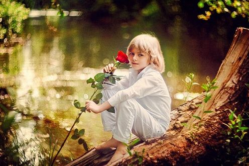 Фото Модель Матюшин Илья с красной розой в руке, фотосессия по фильму Звездный мальчик, фотограф Елена Галицкая