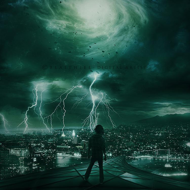 Фото Парень стоит на крыше на фоне ночного города и неба с молниями, by Blaithiel