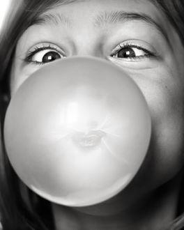 Фото Девочка с пузырем из жвачки, by thejbird
