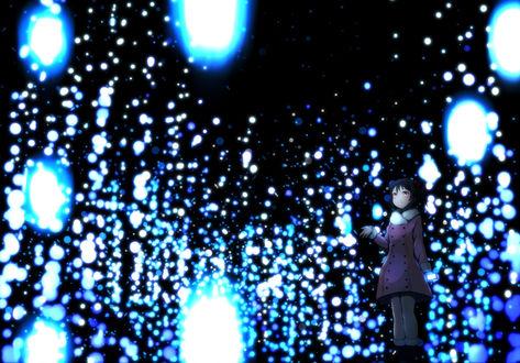 Фото Yazawa Nico / Ядзава Нико из аниме Живая любовь! / Love live протягивает руку, чтобы поймать хлопья снега