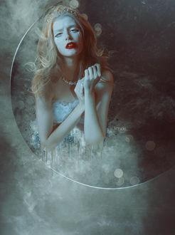 Фото Девушка с украшениями на голове и шее, со слезами на глазах, by Kryseis-Art