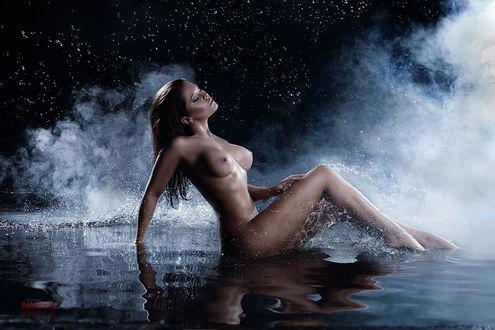 Фото Обнаженная девушка сидит на воде, фотограф Ника NMeln Мельн