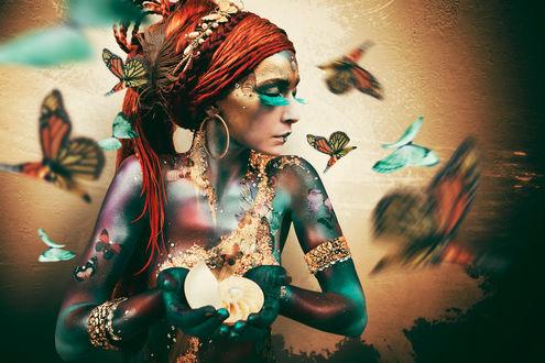 Фото Девушка в окружении бабочек