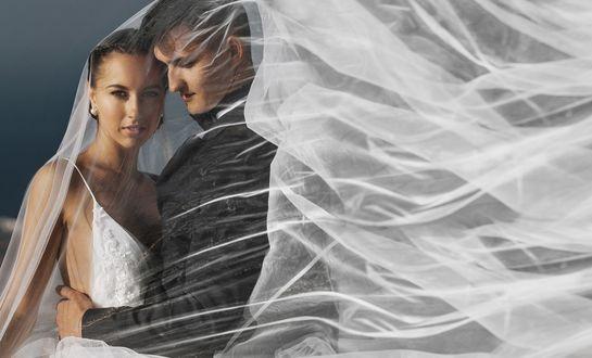 Фото Жених нежно обнимает невесту, фотограф Игорь Булгак